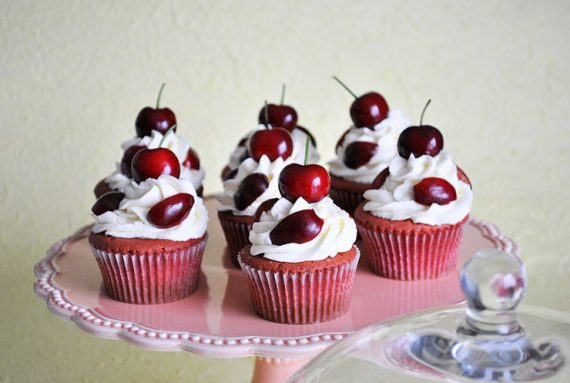 Red velvet cupcakes<br>alle ciliegie