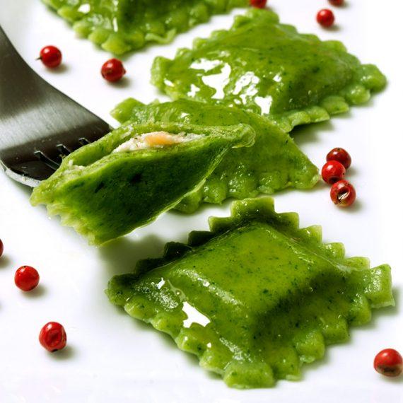 Ravioli di spinaci con salmone e ricotta