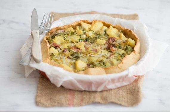 Torta salata gluten free con verza, patate e speck