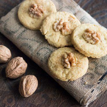 Biscotti alle noci e farina di soia