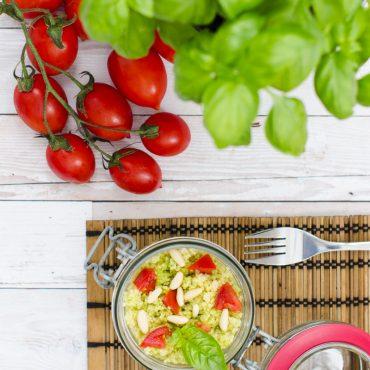 Vasetti Di Cous Cous Al Pesto E Pomodorini