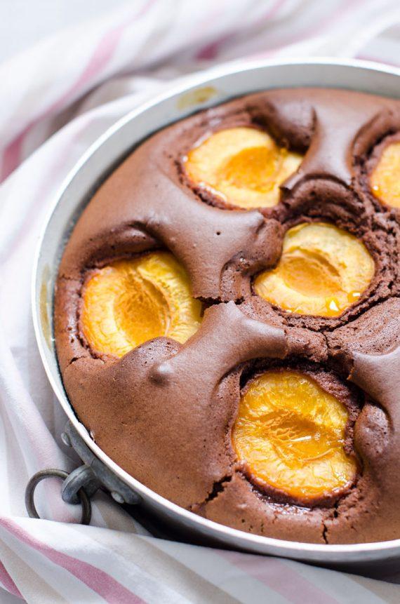 Torta al cacao con le albicocche