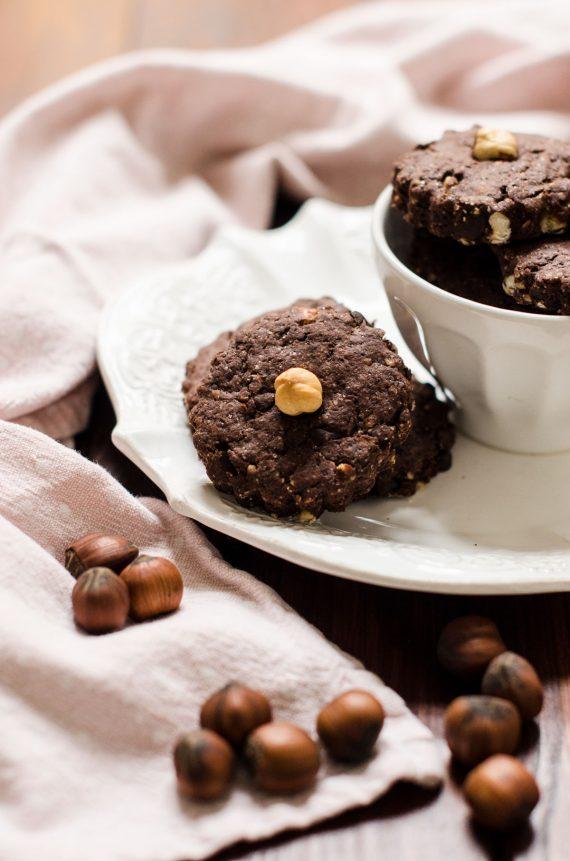 Biscotti con cacao e nocciole all'olio di oliva