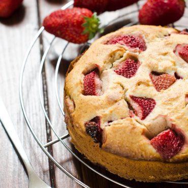 Torta integrale con fragole e mascarpone