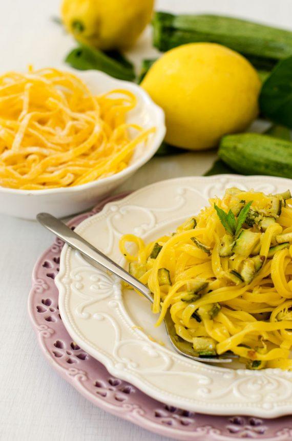 Tagliolini con zucchine, limone e menta