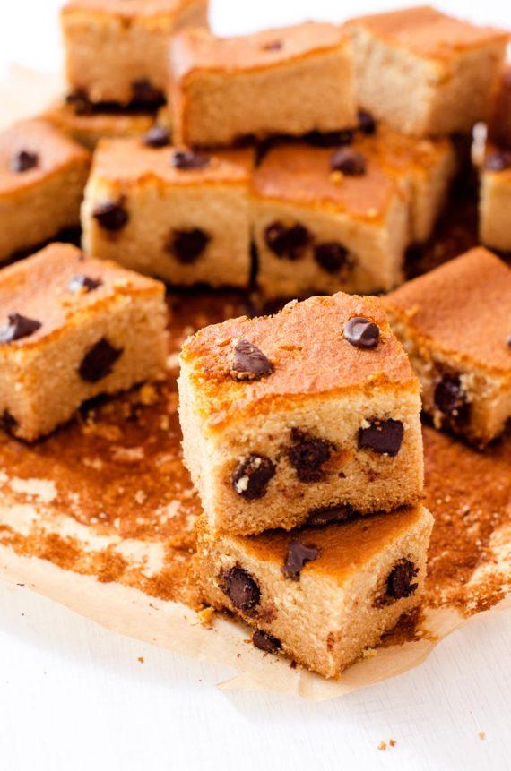 Torta al miele con gocce di cioccolato
